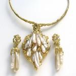 Impressive Pearl Gold Suite c1960-9